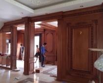 Cửa gỗ ở khách sạn