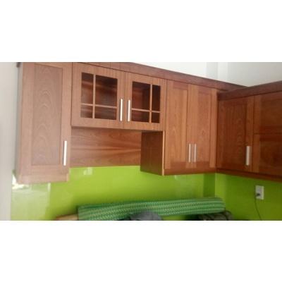 Kệ bếp gỗ dàn trên